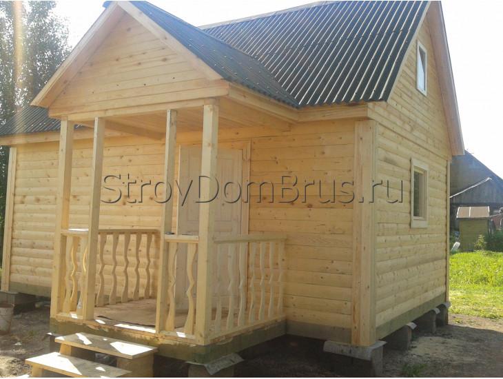 Деревянная баня из бруса 6x4 с крыльцом и чердаком